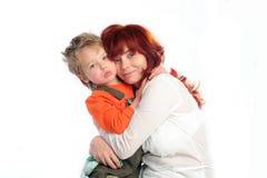 Moeder en zoon. Geïsoleerd Stock Foto's