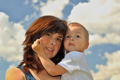 Moeder en zoon in korrel Stock Foto