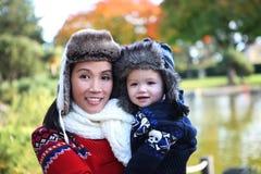 Moeder en Zoon in Park Stock Fotografie