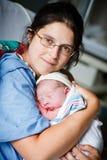 Het geven van geboorte Stock Foto's