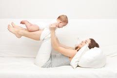 Moeder met baby Royalty-vrije Stock Afbeeldingen