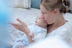 Moeder met babymeisje Royalty-vrije Stock Fotografie