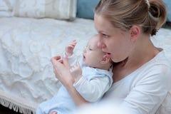 Moeder met babymeisje Stock Foto