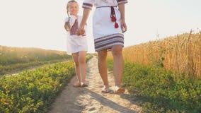 Moeder met dochter stock videobeelden