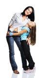 Moeder met dochter die op witte achtergrond wordt geïsoleerd Royalty-vrije Stock Foto's