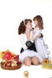 Moeder met dochter en Kerstmisspeelgoed royalty-vrije stock fotografie