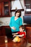 Moeder met een zoon Stock Foto