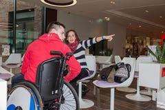 Moeder met gehandicapte zoon Royalty-vrije Stock Afbeelding