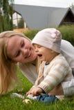 Moeder met haar dochter Royalty-vrije Stock Afbeeldingen