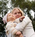 Moeder met haar dochter Royalty-vrije Stock Afbeelding