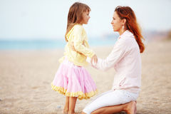 Moeder met haar dochter Stock Afbeeldingen