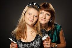 Moeder met haar dochter in greep royalty-vrije stock foto