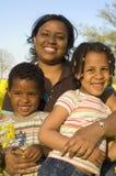 Moeder met haar jonge geitjes Royalty-vrije Stock Afbeelding
