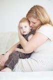Moeder met haar kind Royalty-vrije Stock Afbeeldingen