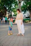 Moeder met het kind Royalty-vrije Stock Afbeeldingen
