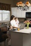 Moeder met kinderen. royalty-vrije stock fotografie