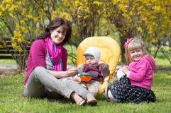 Moeder met kinderen royalty-vrije stock afbeeldingen