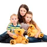 Moeder met kinderen die portret zitten Stock Foto's