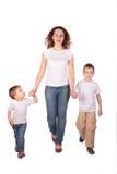 Moeder met kinderenstappen royalty-vrije stock foto