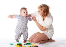 Moeder met kleine baby. Stock Afbeeldingen