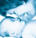 Moeder met nieuw - geboren baby Royalty-vrije Stock Afbeeldingen