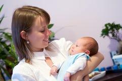 Moeder met pasgeboren Stock Foto's