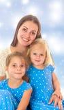 Moeder met twee dochters royalty-vrije stock afbeeldingen