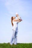 Moeder met weinig baby stock afbeelding