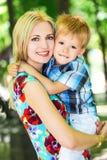 Moeder met zoon Royalty-vrije Stock Afbeeldingen