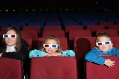 Moeder met zoon en dochter in 3D glazen Royalty-vrije Stock Foto's
