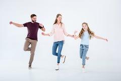 Moeder, vader en dochter die samen in studio dansen royalty-vrije stock afbeelding
