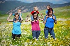 Moeders met kinderen Stock Fotografie
