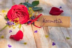 Moedersdag of van de Valentijnskaartendag de giftkaart, de bon of de coupon met Duits woord, Kostmetik, betekenen schoonheidsmidd royalty-vrije stock foto's
