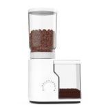 Moedor de café branco com feijões de café rendição 3d Fotos de Stock Royalty Free
