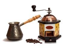 Moedor de café, feijões de café com cezve Fotografia de Stock Royalty Free