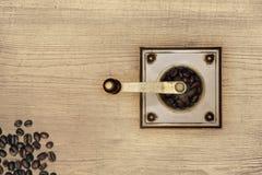 Moedor de café na madeira Foto de Stock Royalty Free