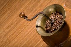 Moedor de café velho fotografia de stock royalty free