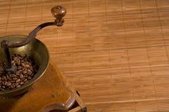 Moedor de café velho imagem de stock