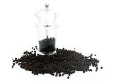 Moedor de pimenta do grão de pimenta preto imagens de stock
