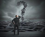 Moeilijke keuzen van een zakenman toe te schrijven aan crisis het 3d teruggeven Stock Fotografie