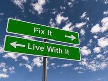 Moeilijke situatie het Live With It Sign stock foto's