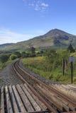 Moel Hebog и железная дорога гористой местности Welsh Стоковые Фото