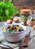 Moela fritadas do pato com batatas, cogumelos e alho-porro Culinária francesa Fotografia de Stock Royalty Free