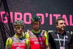 Moena, Itália 25 de maio de 2017: Ciclista profissional nas assinaturas do pódio Imagem de Stock Royalty Free