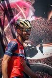 Moena, Italia 25 de mayo de 2017: Ciclista profesional en las firmas del podio Foto de archivo libre de regalías