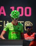 Moena, Italia 25 de mayo de 2017: Ciclista profesional en las firmas del podio Fotografía de archivo libre de regalías