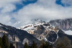 MOENA, TRENTINO/ITALY - MARZEC 26: Góry w Dolinnym Di Fa Obraz Stock