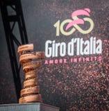 Moena, Włochy Maj 25, 2017: Nieskończony trofeum symbol wycieczka turysyczna Włochy 2017 Obrazy Stock