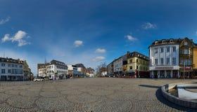 MOENCHENGLADBACH, ГЕРМАНИЯ - 9-ОЕ МАРТА 2016: Взгляд старого рынка в Moenchengladbach, город панорамы на Northrine стоковые фотографии rf