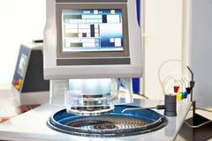 Moendo e máquina de lustro imagens de stock